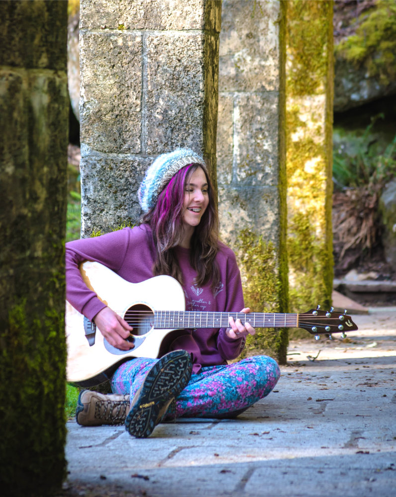 Cassia Dawn, Singer Songwriter and Musician